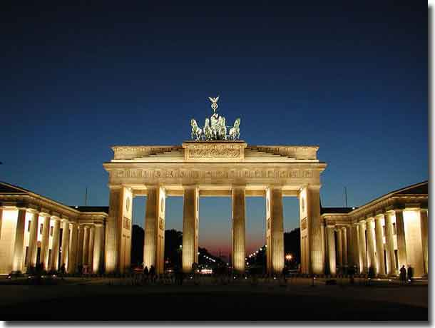 The Brandenburg Gate at night as it is today
