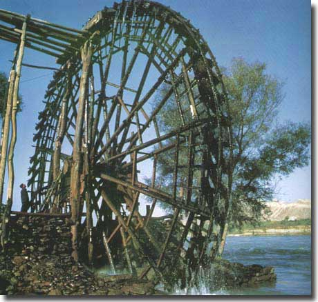 An ancient waterwheel in an area vastly eroded and in the category of wastelands, caused by past flooding of the Yellow River
